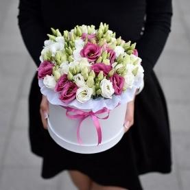 """Шляпная коробка """"25 Белых и Розовых Эустом"""" фото"""
