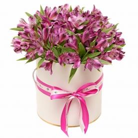 """Шляпная коробка """"25 Фиолетовых Альстромерий"""" фото"""