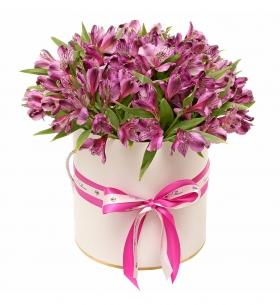 """Шляпная коробка """"25 Фиолетовых Альстромерий"""""""