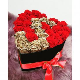 """Шляпная коробка """"31 Красная и Золотая Роза"""" фото"""