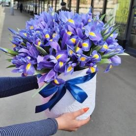 """Шляпная коробка """"35 Синих Ирисов"""" фото"""