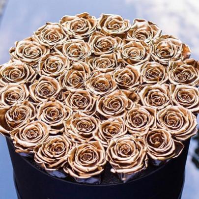 """Шляпная коробка """"35 Золотых Роз"""" фото"""