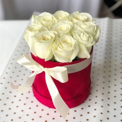 """Шляпная коробка """"9 Белых Роз"""" фото"""