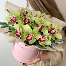 """Шляпная коробка """"9 Зеленых Орхидей"""" фото"""