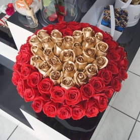 """Шляпная коробка """"91 Золотая и Красная Роза"""" фото"""