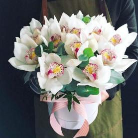 "Шляпная коробка ""Белая Орхидея"" фото"