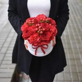 """Шляпная коробка """"Красная Роза и Гвоздика"""" фото"""