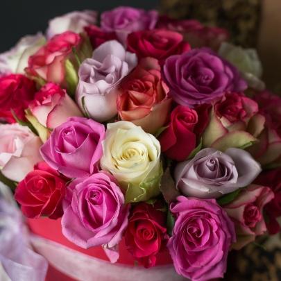 51 Разноцветная Роза в коробке фото