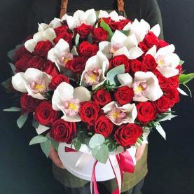 "Шляпная коробка ""Роза и Орхидея"" фото"