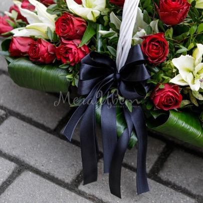 Траурная корзина 30 Роз