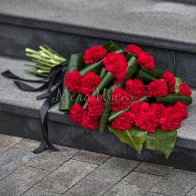 Траурный букет Гвоздик  фото