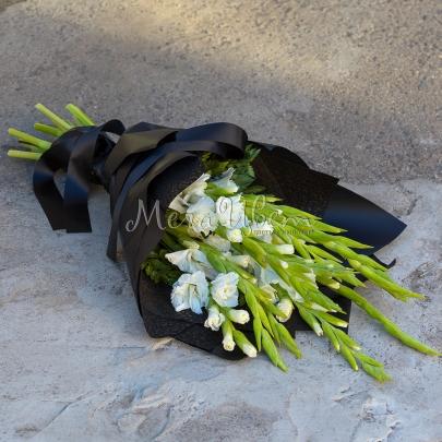 Траурный букет 10 Гладиолусов фото