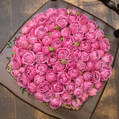 35 Кустовых Пионовидных Розовых Роз в коробке фото