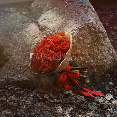 35 Красных Роз (60 см.) фото