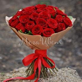 35 Красных Роз в крафте (40/50 см.) фото